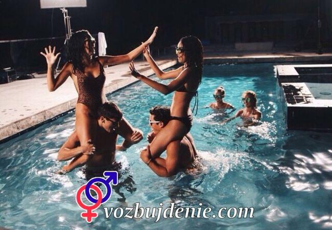 Вечеринка в бассейне. Продолжение выпускного.